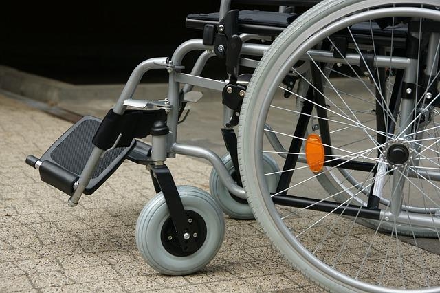Pourquoi privilégier le fauteuil roulant électrique pliable ?